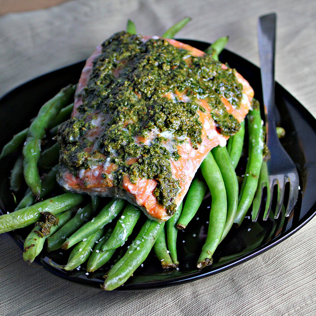 Salmon Baked in a Foil Parcel with Green Beans and Pesto ...
