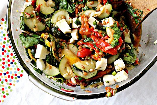 wheat berry salad with zucchini and mozzarella