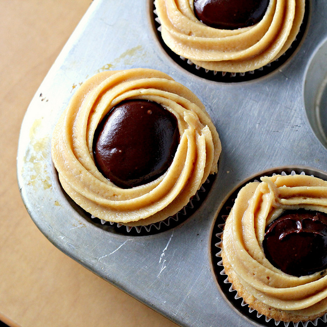peanut butter and jelly cupcakes with peanut butter chocolate ganache