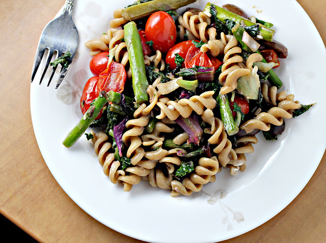 roasted asparagus and tomato pasta salad with goat cheese..