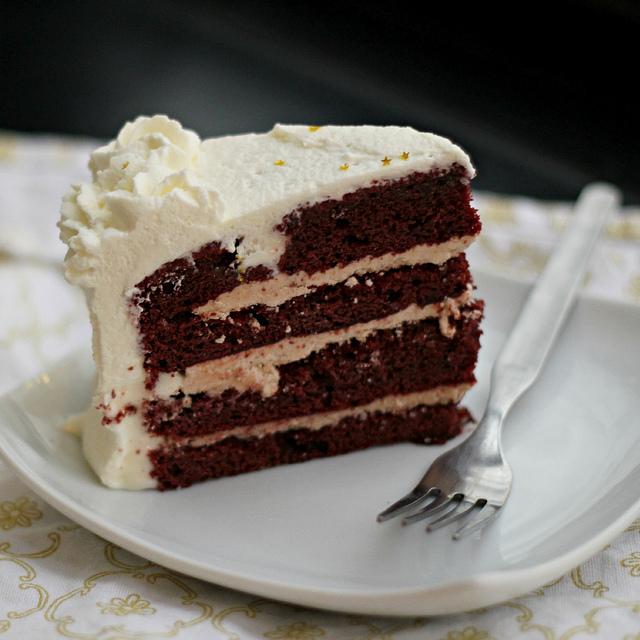 red velvet and cinnamon layer cake