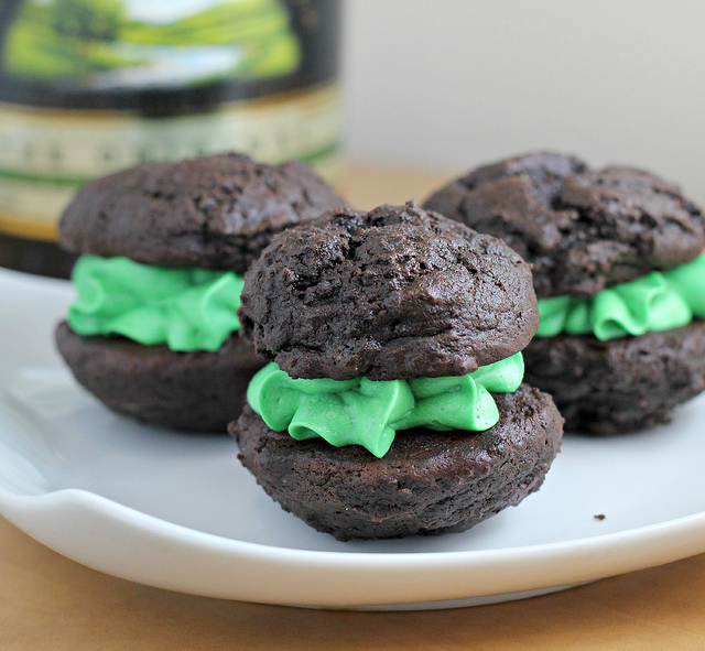 baileys mint chocolate whoopie pies