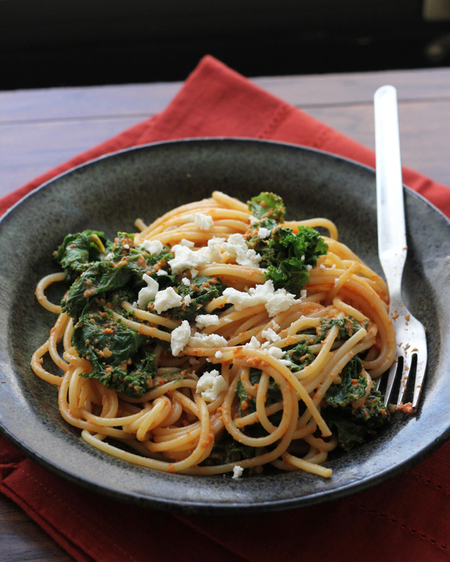 roasted red pepper pasta with kale and feta