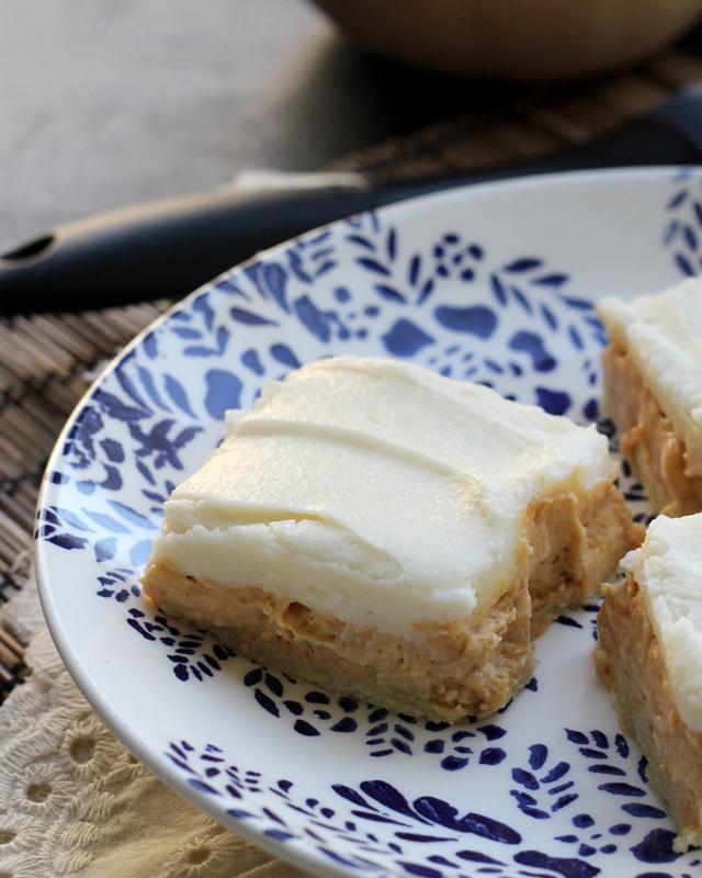 pumpkin spice cheesecake bars