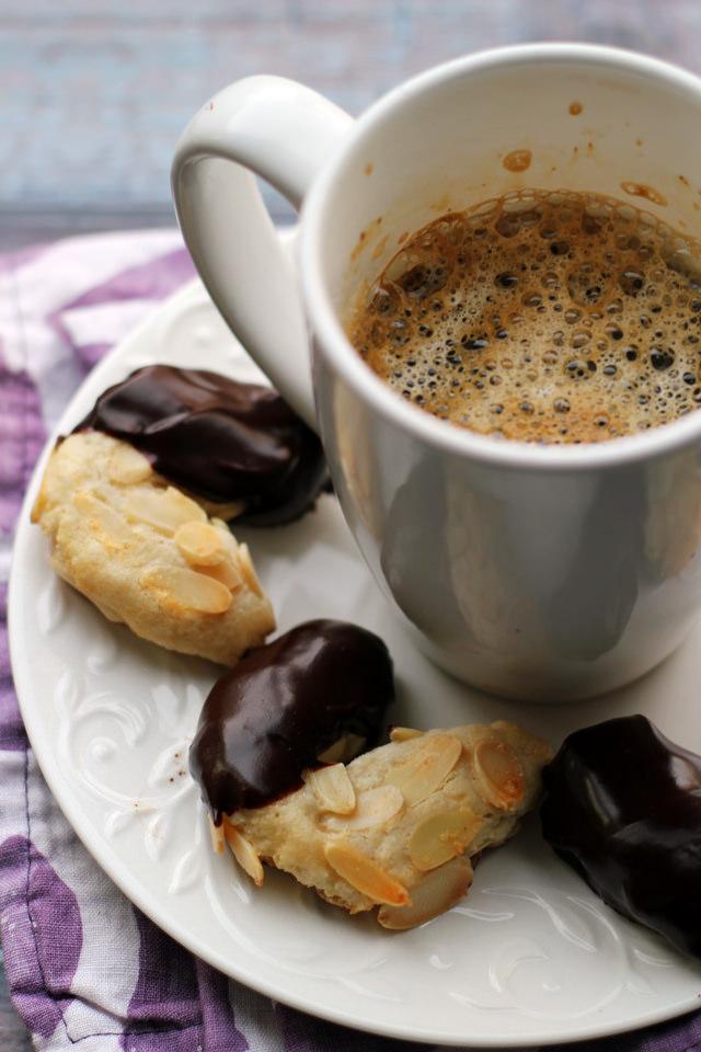 chocolate-glazed almond horns