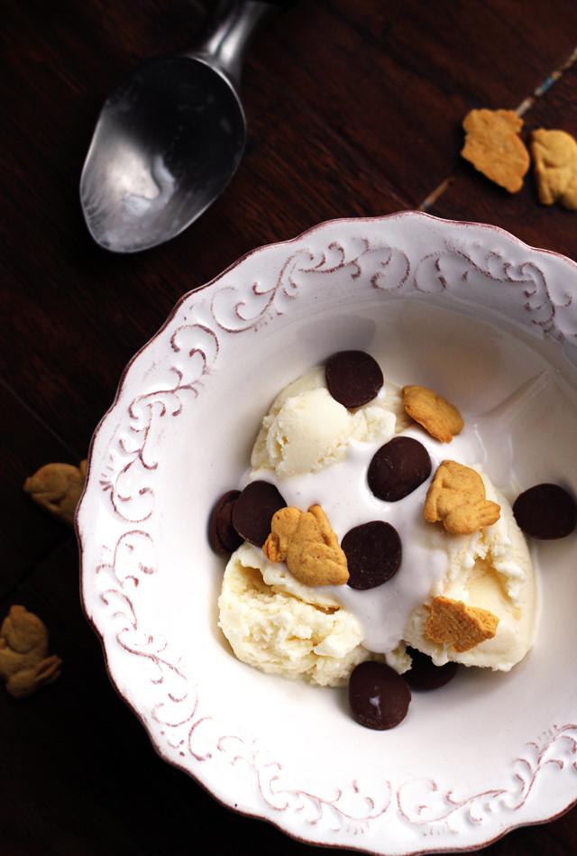 s'mores ice cream sundaes
