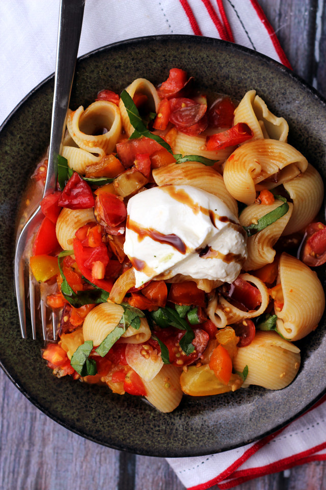 fresh heirloom tomato sauce with burrata