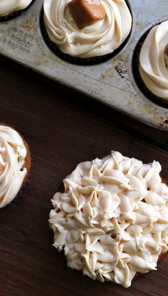 Brown Butter Pumpkin Cupcakes with Caramel Cream Cheese Frosting ...