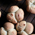 Easy Cloverleaf Dinner Rolls