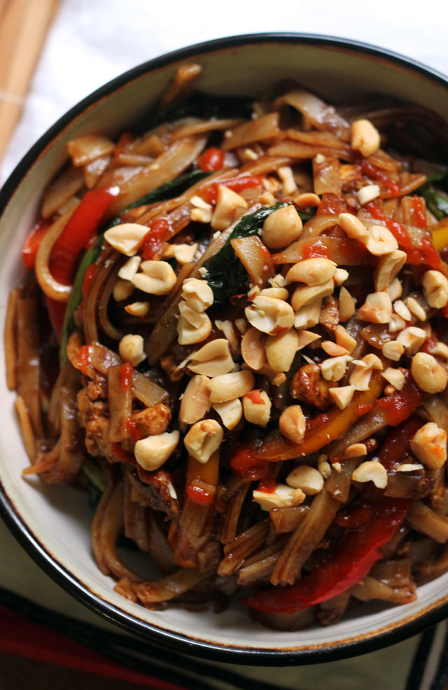 Pad Kee Mao (Spicy Thai Noodles with Peppers) | Joanne Eats Well With ...