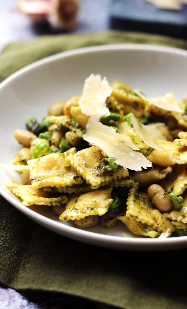 5 Ingredient Ravioli Salad with Kale Pesto, White Beans, and Asparagus