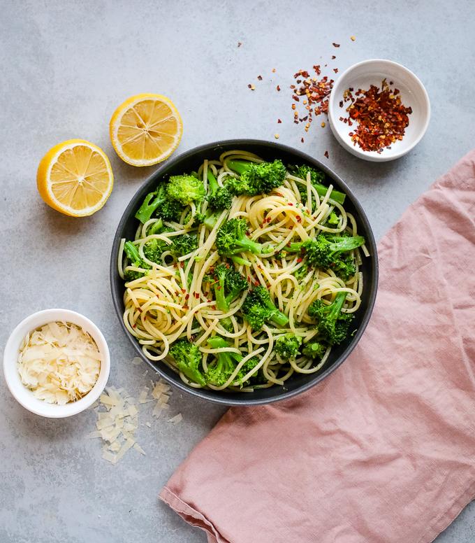 Broccoli lemon pasta in a black bowl
