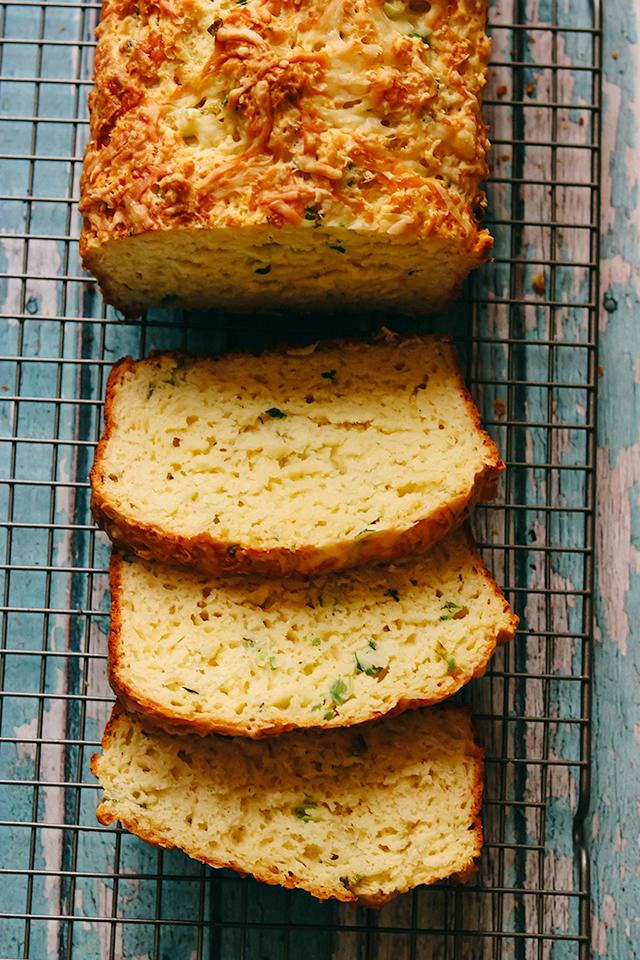 Cheesy Gruyere and Scallion Bread